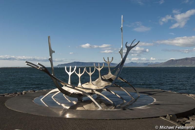 wikingerboot skulptur sonnenfahrt. Black Bedroom Furniture Sets. Home Design Ideas